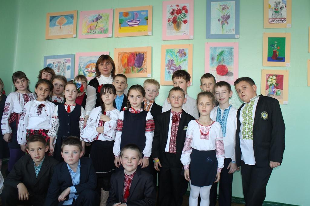 «Наша мова калинова, Україна барвінкова»