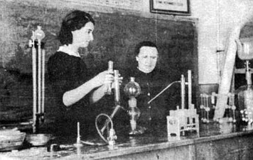Килина Василівна і учениця (зараз лікар) Гарабко Алла.