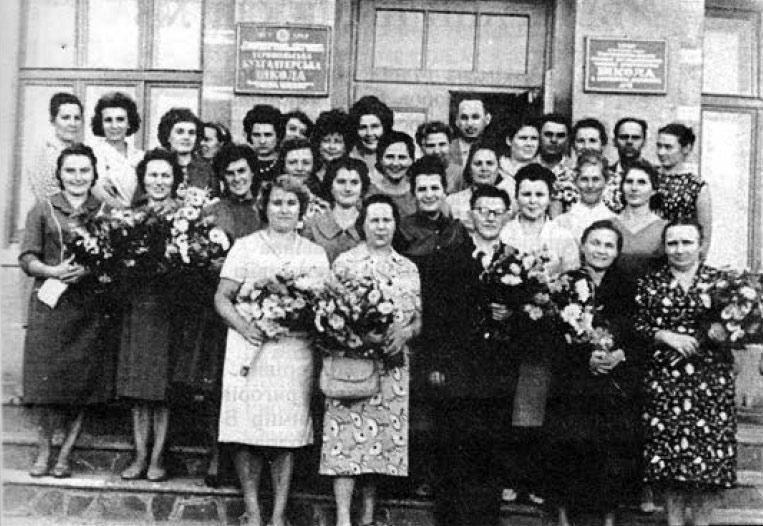 Педагогічний колектив СШ №6 з директором Барановським Д.В. свята Першого дзвоника 1.09.1963 р.