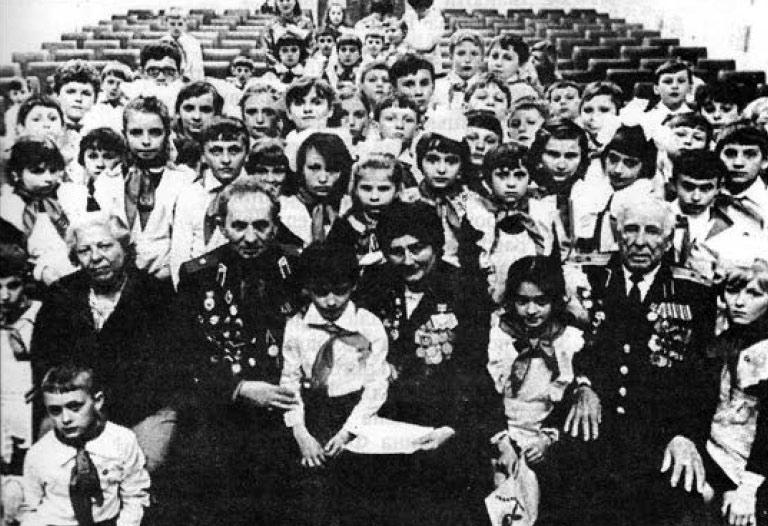 Зустріч учнів школи з ветеранами Великої Вітчизняної війни.