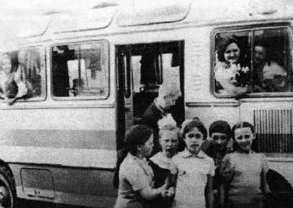 Організатор школи Наконечна Галина Василівна з дітьми у поїздці.