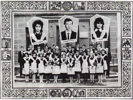 Крищук Микола Сидорович зі своїми випускниками у 1986р.