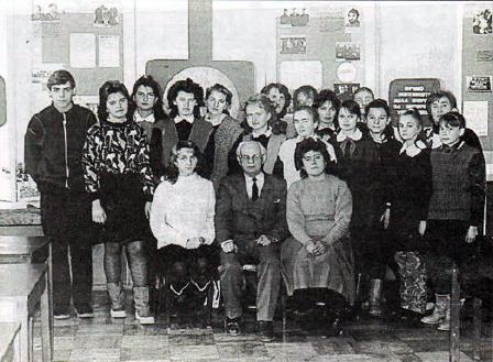 Учасники краєзнавчої роботи школи. 1990р.