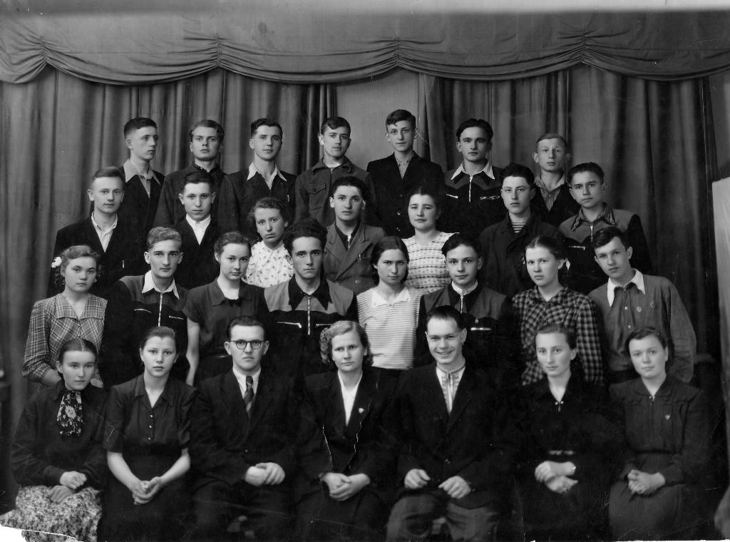 ВИПУСКНИКИ ШКОЛИ 1957 року